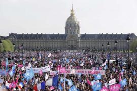 Decenas de miles de franceses piden no legalizar el matrimonio homosexual