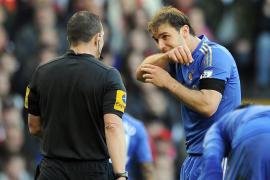 Suárez pide disculpas a Ivanovic por morderle el brazo