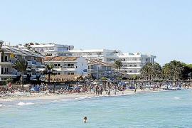 Comienza la remodelación y mejora del paseo peatonal de la playa de Alcúdia