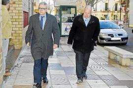 IBIZA - EL EMPRESARIO FERNANDO FERRE JUNTO A SU ABOGADO GABRIEL GARCIAS LLEGANDO A LOS JUZGADOS.
