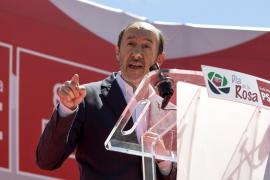 Rubalcaba acusa a Rajoy de no saber qué hacer con España y le pide que se deje «ayudar» por el PSOE