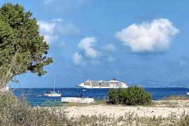 Formentera pide límites para las excursiones de un día y los cruceros