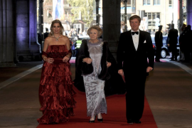 Dutch Crown Prince Willem-Alexander, his wife Crown Princess Maxima and Queen Beatrix arrive at a gala dinner organised on the e