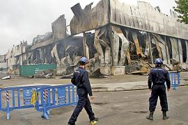 La policía científica sobrevolará la nave de Mercapalma para concretar el foco del incendio
