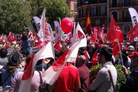 Cerca de 2.500 personas protestan en Palma contra el paro y los recortes