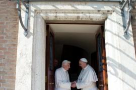 Benedicto XVI regresa al Vaticano para vivir en un convento