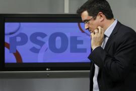 El PP baja otro punto en estimación de voto pero se distancia del PSOE