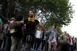 Unas 4.000 personas  forman una gran cadena humana en favor del catalán
