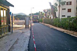 El asfaltado del paseo a pie de playa revoluciona las redes sociales