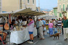 Onieva impulsa dos nuevos mercados semanales en Santa Ponça y Peguera