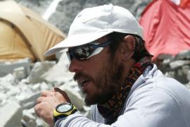 Tolo Calafat holla la cima del Annapurna, junto con Oiarzabal y Pauner