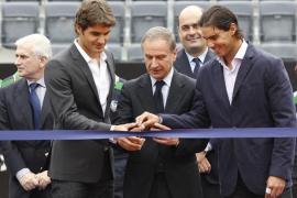 Federer allana el camino