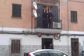 Diecisiete detenidos y diez registros durante  una operación contra claveleras en Palma