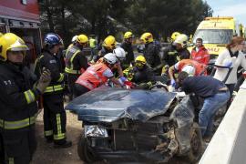 Cuatro heridos al atravesar la mediana un coche en la autopista de Inca