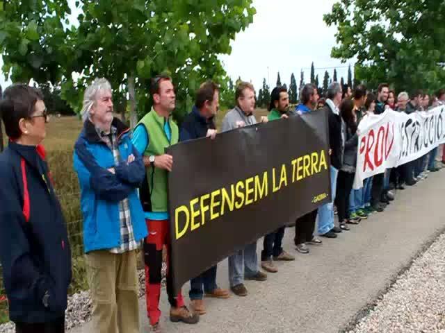 300 personas se manifiestan en Sencelles contra el campo de golf de Son Saletes