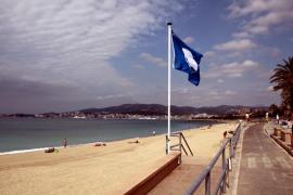 Playas y puertos de Mallorca pierden la bandera azul por falta de socorristas