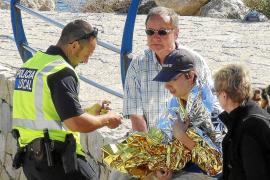 Un turista pierde la memoria tras ser lanzado al mar cuando pescaba en el Port d'Andratx