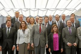 Rajoy no convence a los 'barones' y se da un mes para lograr el déficit asimétrico