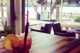Le Pilar Gastro & Café restaurante en la playa de Santa Ponça, Mallorca