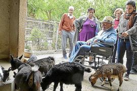 La fauna y la flora de las Islas se acercan a personas mayores y discapacitados