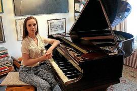 Daria Kiseleva toca junto a la Simfònica en el Pati de l'Almudaina