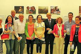 Inauguración de una exposición de la Universitat Oberta per a Majors en El Corte Inglés