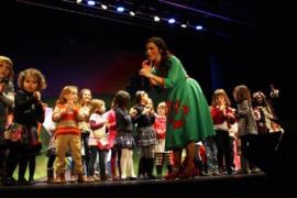 """Maria Bimbolles presenta """"Zapatos rojos: el recital"""""""
