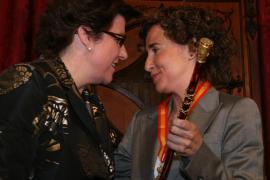 Amplio respaldo ciudadano a una moción de censura de PP y UM contra la alcaldesa Aina Calvo