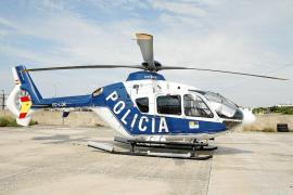 Una avioneta descarga una mochila con cocaína en Ciutadella y se busca a la furgoneta que la recogió