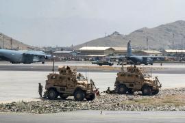 Las tropas de la OTAN seguirán en el aeropuerto Kabul y no descartan quedarse pasado agosto