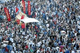 Erdogan no cede y vincula a los 'indignados' turcos con el terrorismo