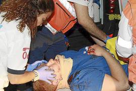 Un turista ingresa en la UCI tras caer de cuatro metros de madrugada en s'Arenal