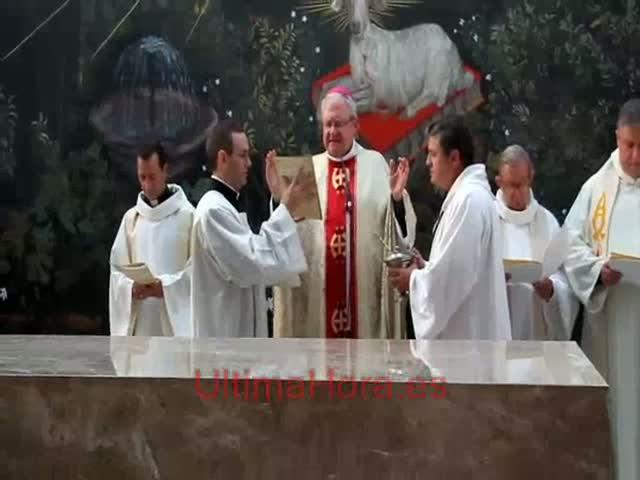 El obispo Salinas consagra la nueva iglesia dedicada al Immaculat Cor de Maria