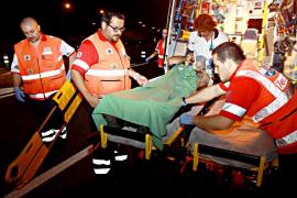 Un conductor ebrio se salta un semáforo y choca contra un camión de Emaya en Palma