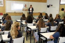 La consellera de educacion visista el colegio Madre Alberta