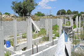 El Govern no prevé pagar el 75 por ciento de la demolición de los adosados ilegales de Ruberts