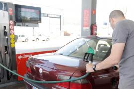 La gasolina y el gasóleo se abaratan un  0,9%