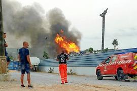 Seis horas intensas y más de 20.000 litros de agua para apagar un virulento incendio