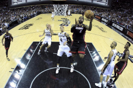 James y Wade brillan y silencian a los Spurs con su mejor baloncesto