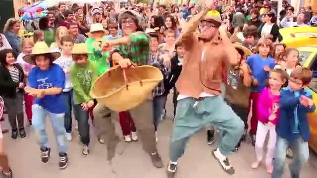 """Francisco y Pep reinventan el Gangam Style con """"Viure a un poble és guai"""""""