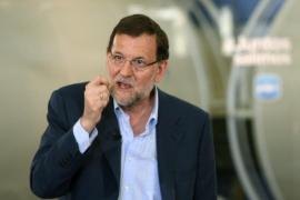 Rajoy pide a la banca que dé créditos ICO y ve la luz al final de la crisis