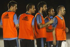 España arranca un nuevo reto en un duelo de campeones ante Uruguay
