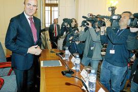 De Guindos exige al Banco de España que controle las cláusulas suelo abusivas