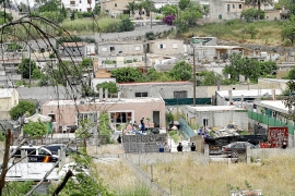 La policía asalta 'El Hoyo', considerado el segundo Son Banya