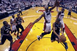 LeBron y los Heat se salvan de la quema en Miami