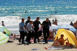 Muere ahogada una mujer de 65 años que estaba en una playa de Peguera con su nieto