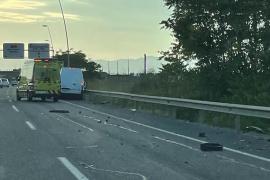 Una furgoneta se estrella en la autovía de Manacor