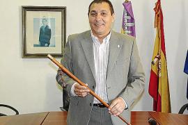 El alcalde pide «auxilio» a la exconsellera Santiago para que medie con el Govern
