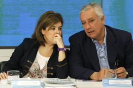 Sáenz de Santamaría asegura que ha llegado el  momento del «sacrificio» para los políticos