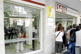IBIZA - COLAS EN LAS OFICINAS DEL SOIB . COLAS EN LAS OFICINAS DEL PARO.